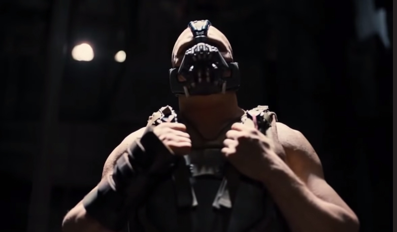 Postura de Bane al momento de pelear con Batman